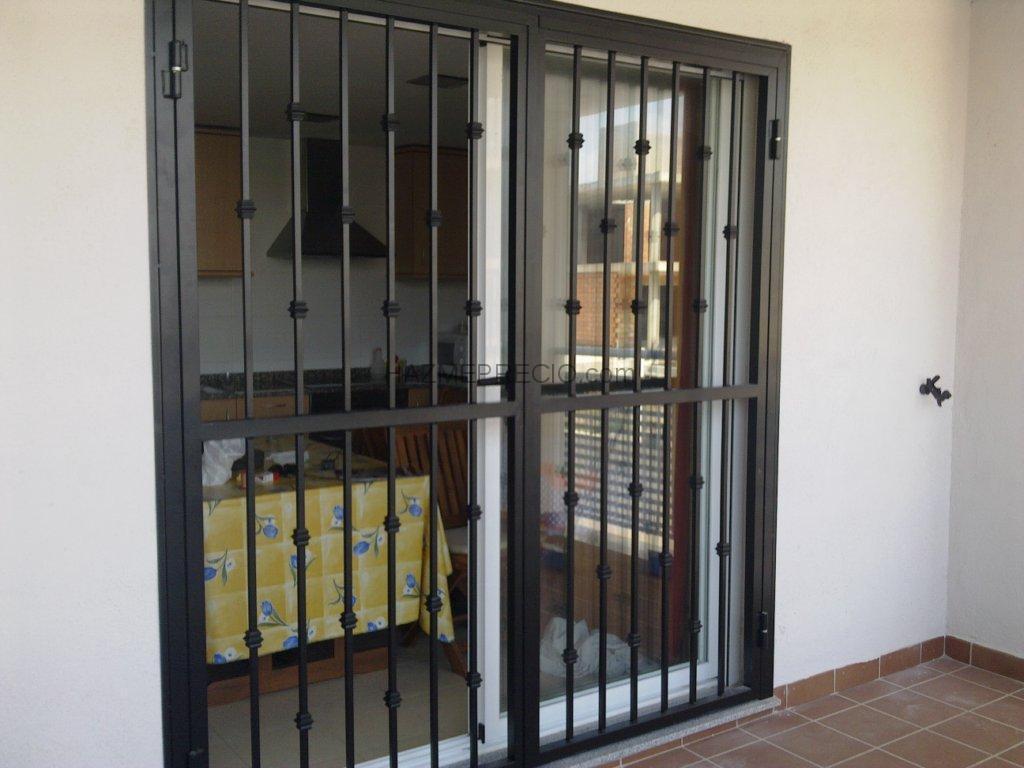 Nuestros trabajos rejas ballestas barcelona for Puertas metalicas para patio