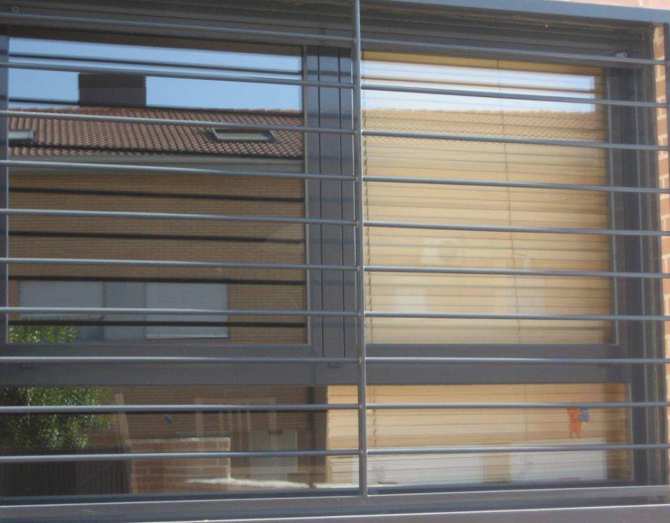 rejas ventanas banner 960x750 - instalación de rejas barcelona, instalar rejas barcelona