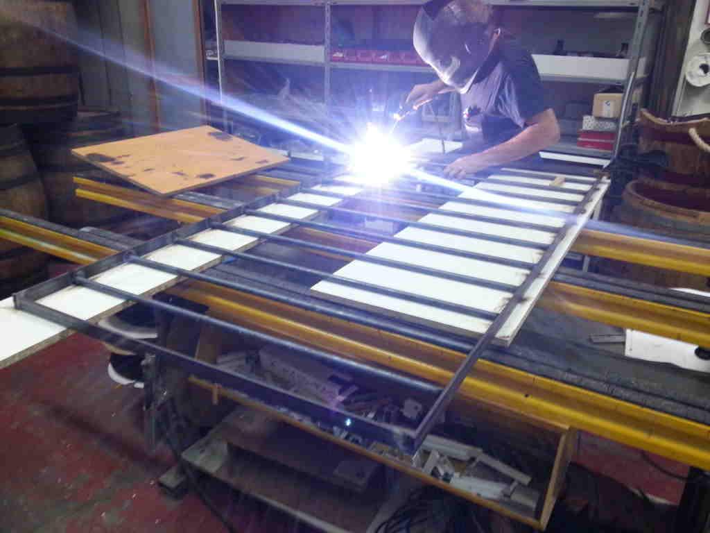 reja hierro 1024x768 - Fabricacion Puertas y Rejas de Ballestas
