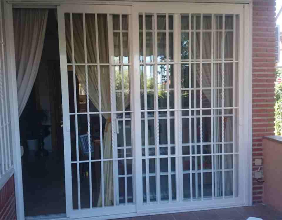 puertas rejas 960x750 - Rejas de seguridad para puertas